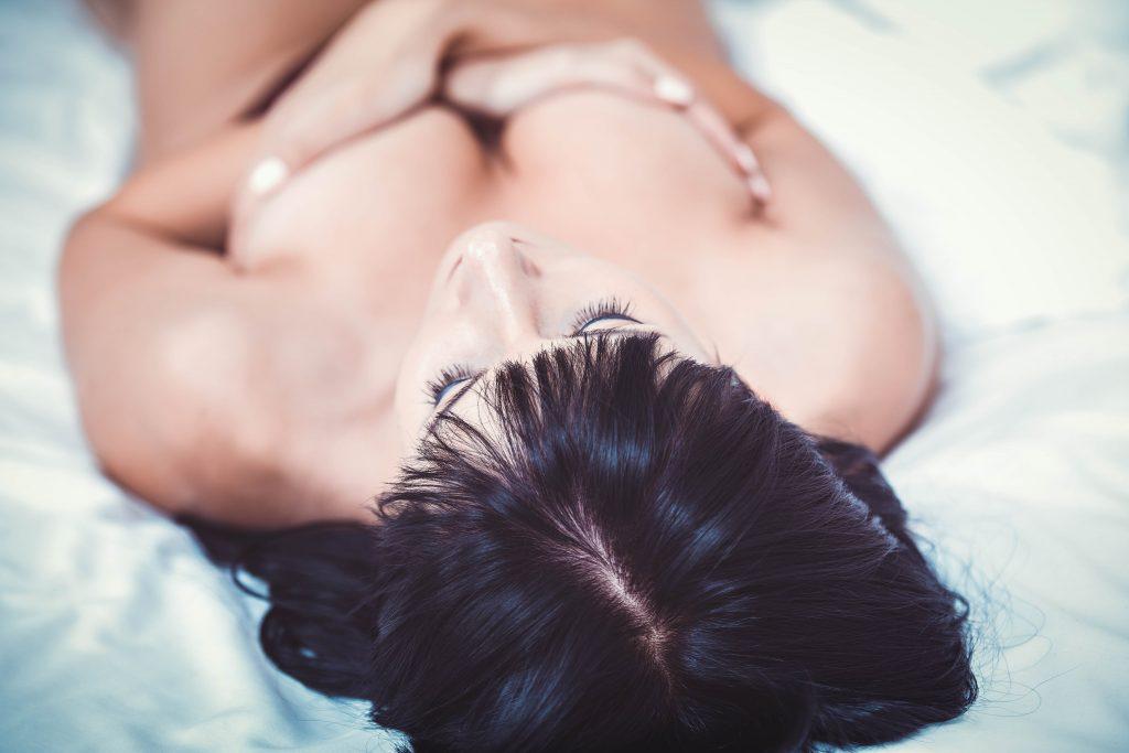 Probiere für schöne natürliche Brüste die Brustmassage